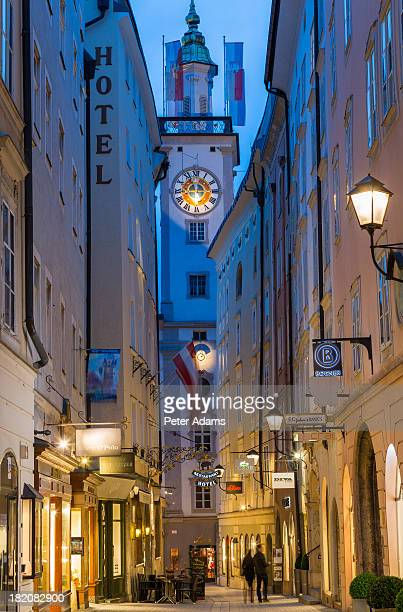 getriedegasse & st. blasius kirche, salzburg - kirche stock pictures, royalty-free photos & images