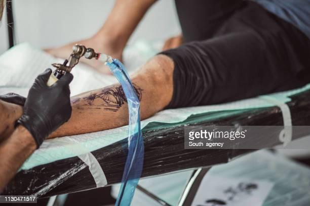 Immer ein Tattoo am Bein