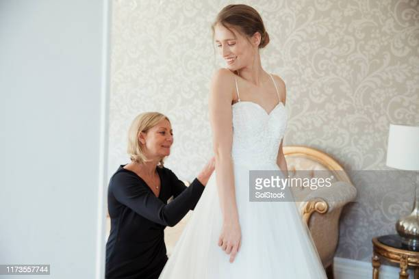 getting dressed for the big day - wedding planner foto e immagini stock