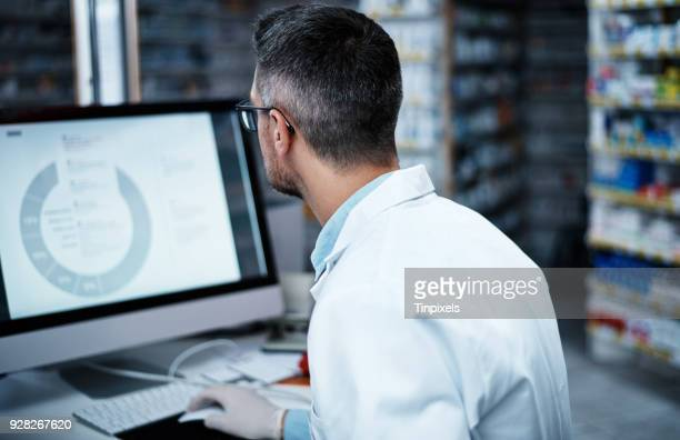 getting hands on in the discovery of new medicines - back to work stock pictures, royalty-free photos & images