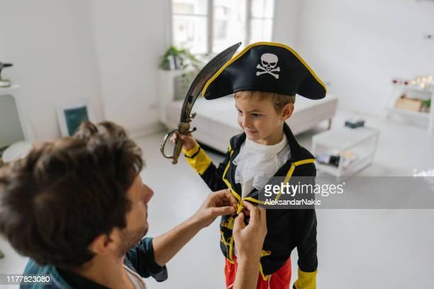 prepararse para halloween - disfraz fotografías e imágenes de stock