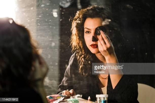 in einem make-up bereit - schauspielerin stock-fotos und bilder