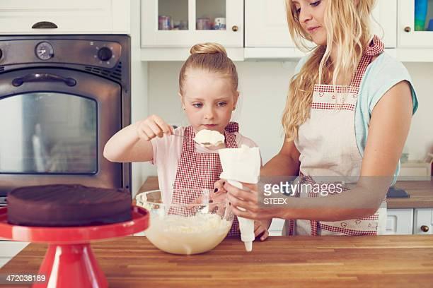 アイスの準備には、ケーキ