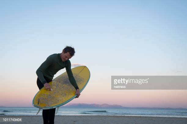 getting ready to surf - only mid adult men stock pictures, royalty-free photos & images