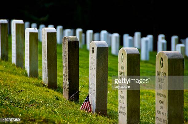 gettysburg national cemetery headstones & american flag, pennsylvania usa - gettysburg stock photos and pictures