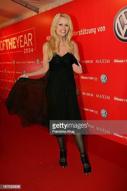 Gewinnerin In Der Kategorie Who'S That Girl Mirja Du Mont Bei Ankunft Zur Preisverleihung Woman Of The Year 2004 Gala In Der Ullstein Halle Der Axel...