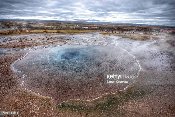 geyser in iceland - simon crockett stock pictures, royalty-free photos & images