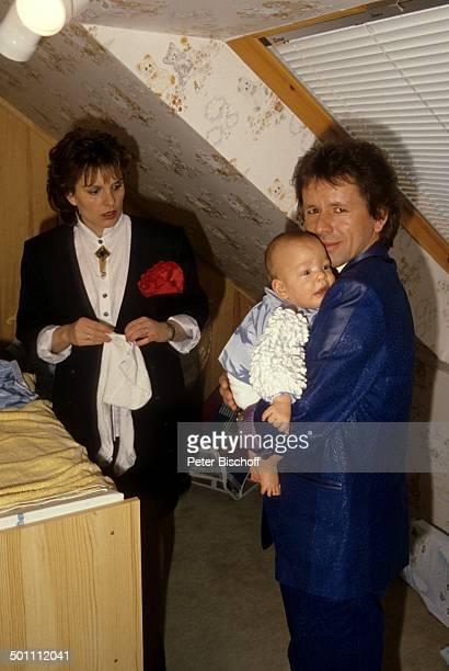 GGAnderson Sohn Baby PhilippMarcel Ehefrau Monika Homestory Eschwege Hessen Deutschland Europa Baby anziehen Kind tragen Komponist SchlagerSänger...
