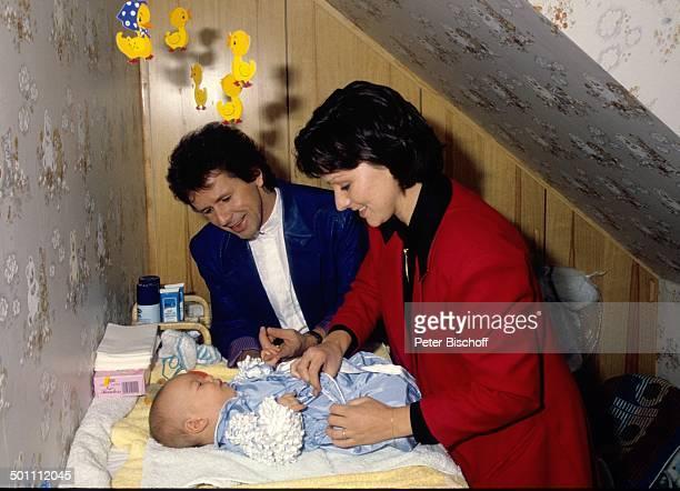 GGAnderson Sohn Baby PhilippMarcel Ehefrau Monika Homestory Eschwege Hessen Deutschland Europa Baby wickeln und anziehen Kind Wickeltisch Komponist...