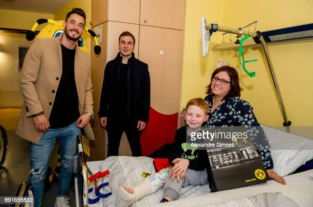 Ggoalkeeper Roman Buerki and Mario Goetze are seen during the annual visit of Borussia Dortmund at the children's hospital on December 13 2017 in...