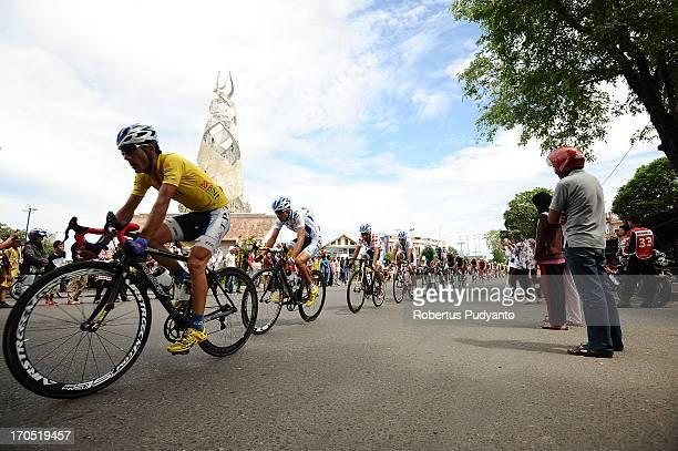 Ghader Mizbani of Tabriz Petrochemical Cycling Team pass trough the Simpang Baru Monument in Padang during Stage 7 Tour de Singkarak 2013.