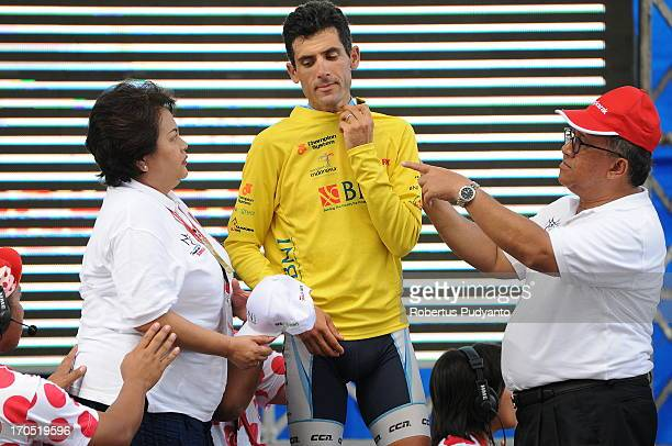 CONTENT] Ghader Mizbani of Tabriz Petrochemical Cycling Team received a yellow jacket in appreciation of the accomplishments during the stage 17...