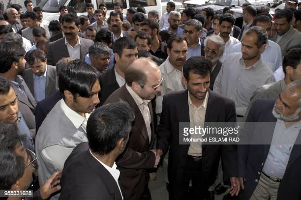 Ghalibaf between the People of Zahedan in the airport