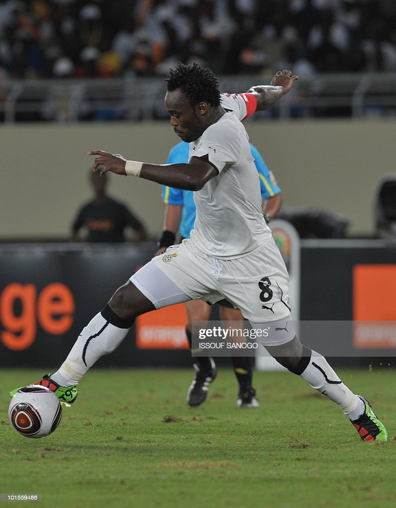 Ghana National football team player Micheal Essien controls the ball during their group stage football match against the Ivory Coast at the Chiazi stadium in Cabinda at the Africa Cup of Nations CAN 2010 on January 15, 2010.