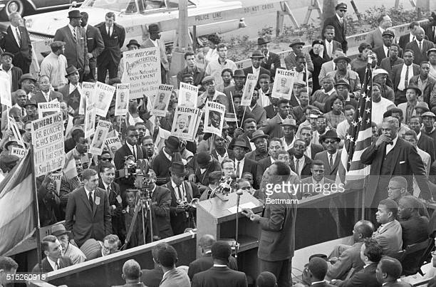 Ghana President Kwame Nkrumah addresses crowd in front of the Hotel Theresa October 5 in Harlem Nkrumah declared the 20000 American negroes...