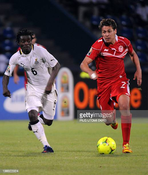 Ghanaian Anthony Annan vies with Tunisian Youssef Msakni during the Africa Cup of Nations quarterfinal football match Ghana vs Tunisia at Franceville...