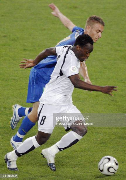 Ghanaian midfielder Michael Essien vies with Italian midfielder Daniele De Rossi during the FIFA World Cup 2006 group E football match Italy vs...