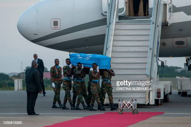 Ghanaian soldiers carry the coffin of late Ghanaian diplomat Kofi Atta Annan on the tarmac of Kotoka International Airport in Accra on September 10...