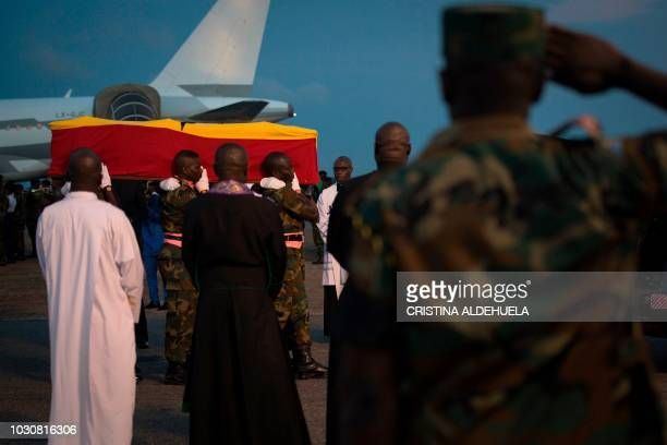 Ghanaian soldiers carry the coffin of late Ghanaian diplomat Kofi Atta Annan covered with the Ghanaian flag on the tarmac of Kotoka International...