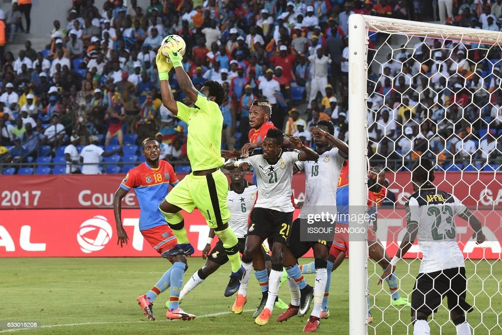Ghana's goalkeeper Brimah Razak (C) saves a shot on goal during the 2017 Africa Cup of Nations quarter-final football match between DR Congo and Ghana in Oyem on January 29, 2017. /