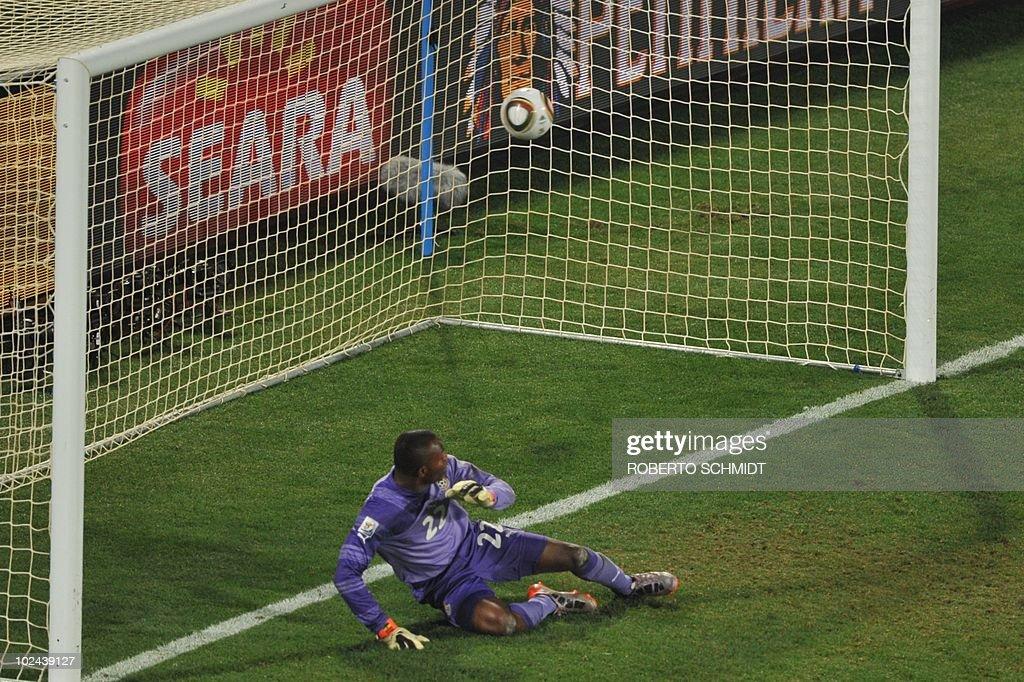 Ghana's goalkeeper Richard Kingson eyes : News Photo