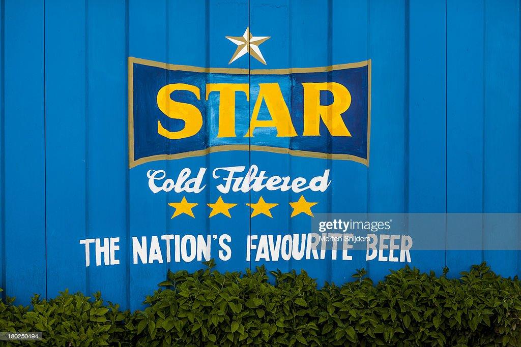 Ghana's Star Beer freshly painted on wall : Stockfoto