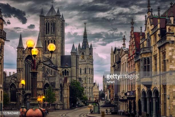ベルギー、セントマイケルズブリッジのゲント・シティスケープ - ベルギー ゲント ストックフォトと画像