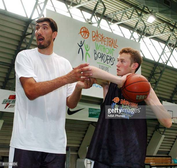 Gheorghe Muresan of the New Jersey Nets talks with Basketball Without Borders Europe campers July 25, 2004 in Treviso, Italy. NOTE TO USER: User...