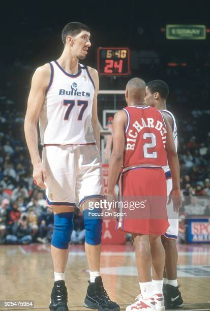 Gheorghe Muresan of the Washington Bullets looks over the top of Pooh Richardson of the Los Angeles Clippers during an NBA basketball game circa 1995...