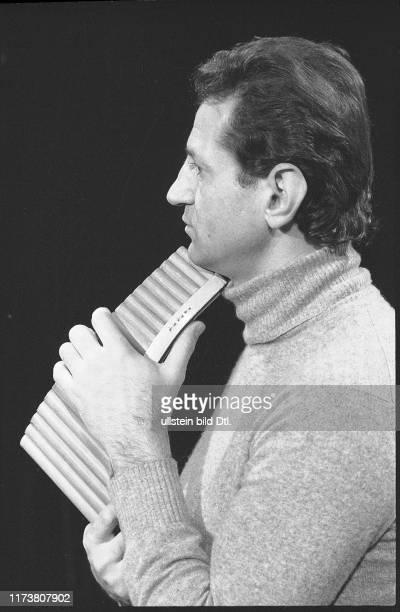 """Gheorghe Zamfir at television program """"Musik und Gäste"""" 1977"""