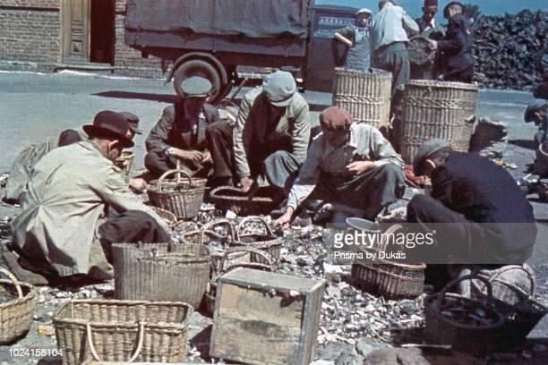 Ghetto Lodz, Litzmannstadt, Scrap dealers with their goods, Poland 1940, World War II.