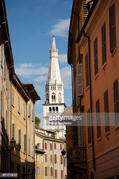ghirlandina tower, modena - modena stock pictures, royalty-free photos & images