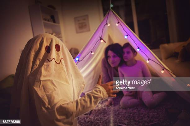 ghost in the tent - ghost player foto e immagini stock