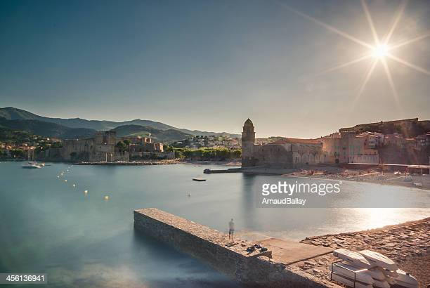 ghost of collioure, harbour, france - collioure photos et images de collection
