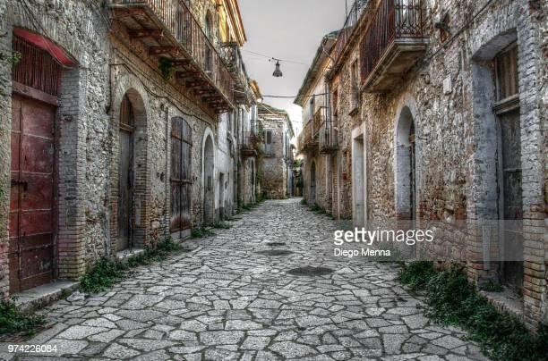 ghost town - bairro antigo imagens e fotografias de stock