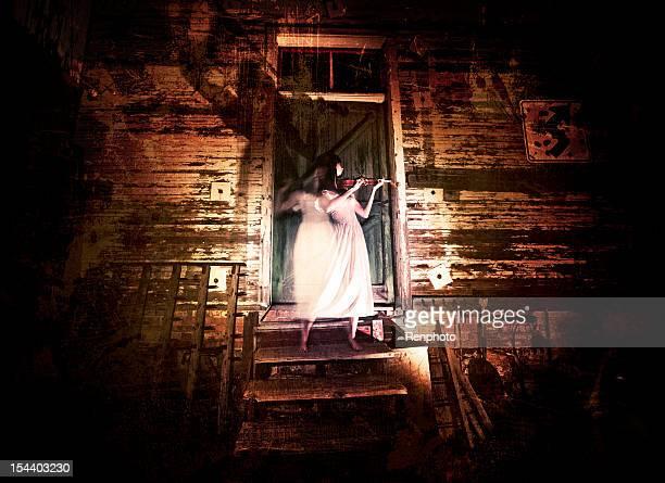 sfumato violino lettore - ghost player foto e immagini stock