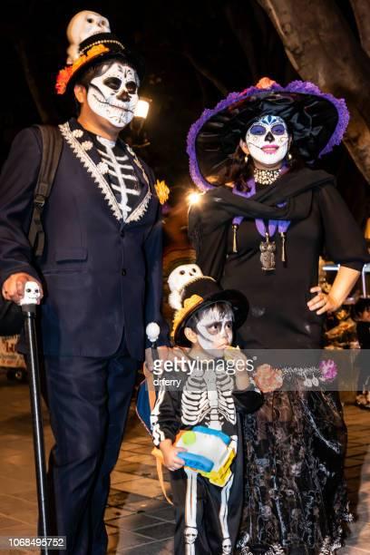 Famille fantomatique au Día de los Muertos Festival à Oaxaca