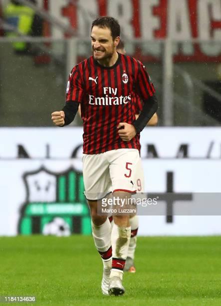 Giacomo Bonaventura of AC Milan celebrates his goal during the Serie A match between AC Milan and SSC Napoli at Stadio Giuseppe Meazza on November...