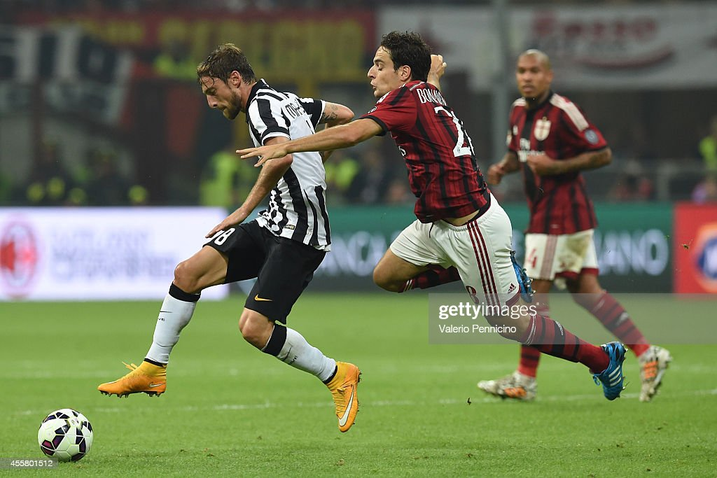 Giacomo Bonaventura (R) of AC Milan is challenged by Claudio Marchisio of Juventus FC during the Serie A match between AC Milan and Juventus FC at Stadio Giuseppe Meazza on September 20, 2014 in Milan, Italy.