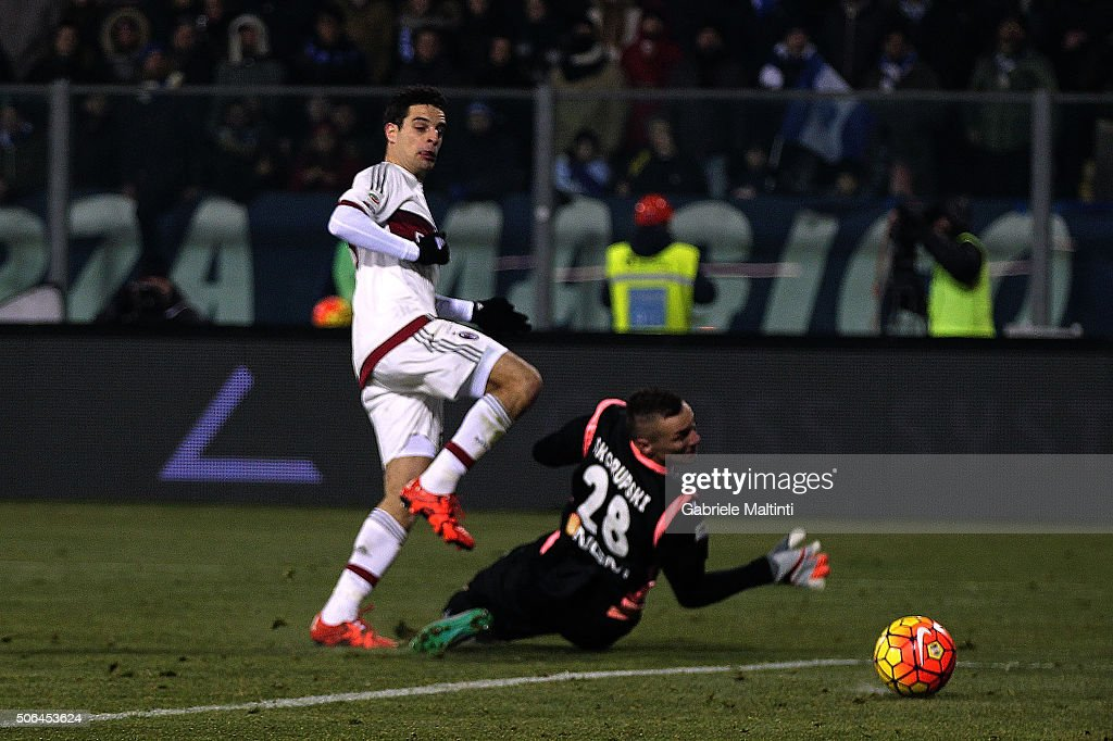 Giacomo Bonaventura of AC Milan scores a goal during the Serie A match between Empoli FC and AC Milan at Stadio Carlo Castellani on January 23, 2016 in Empoli, Italy.