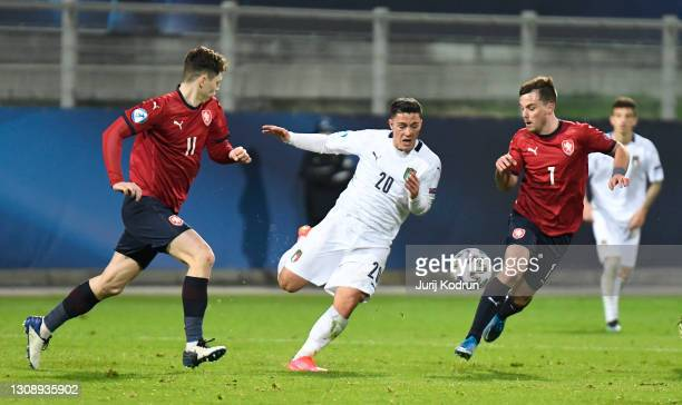 Giacomo Raspadori of Italy runs with the ball whilst under pressure from Ladislav Krejci and Pavel Bucha of Czech Republic during the 2021 UEFA...