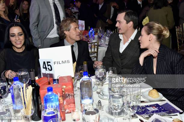 Giada Colagrande Willem Dafoe Rupert Friend and Aimee Mullins attend the 2018 IFP Gotham Awards with FIJI Water at Cipriani Wall Street on November...