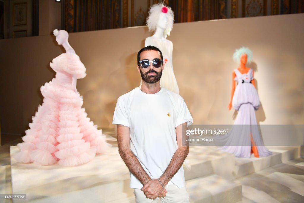 Giambattista Valli : Runway - Paris Fashion Week - Haute Couture Fall/Winter 2019/2020 : News Photo