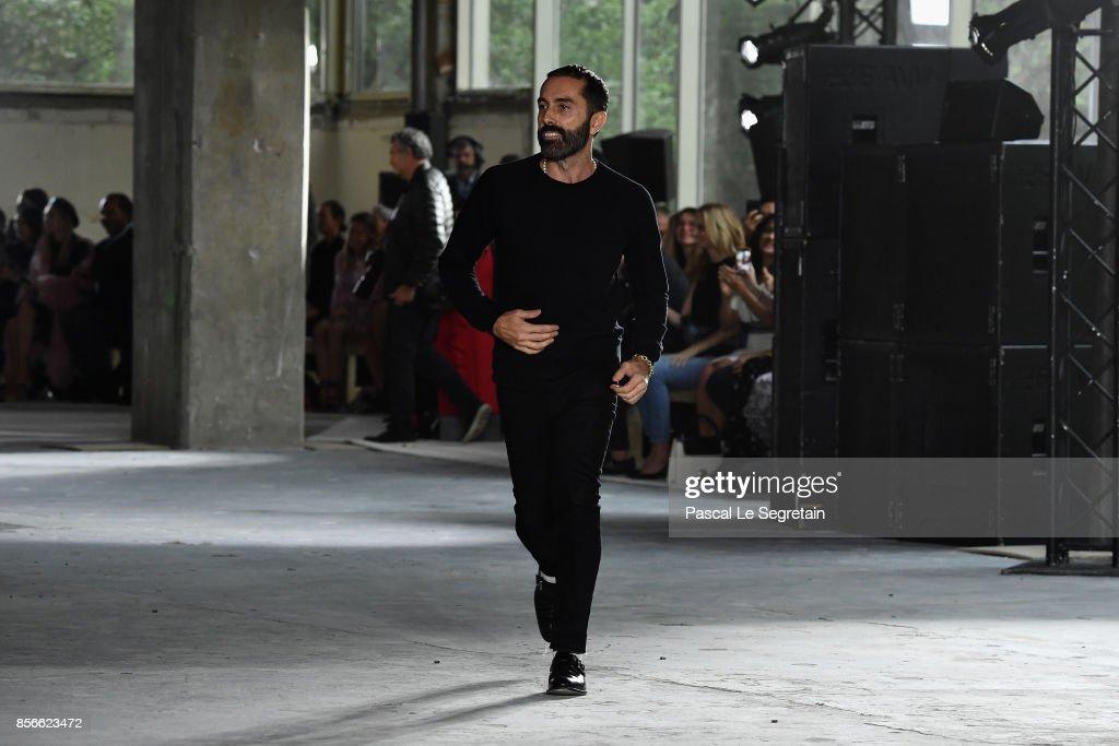 Giambattista Valli : Runway - Paris Fashion Week Womenswear Spring/Summer 2018 : News Photo