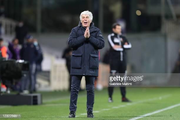 Gian Piero Gasperini manager of Atalanta BC gestures during the Serie A match between ACF Fiorentina and Atalanta BC at Stadio Artemio Franchi on...