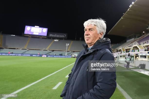 Gian Piero Gasperini manager of Atalanta BC looks on during the Serie A match between ACF Fiorentina and Atalanta BC at Stadio Artemio Franchi on...