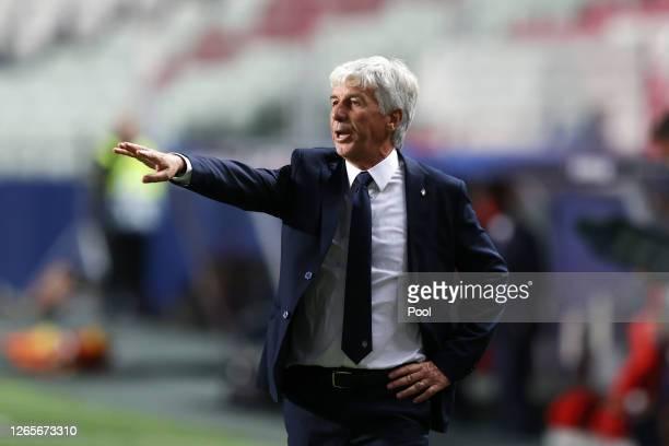 Gian Piero Gasperini, Manager of Atalanta gives his team instructions during the UEFA Champions League Quarter Final match between Atalanta and Paris...