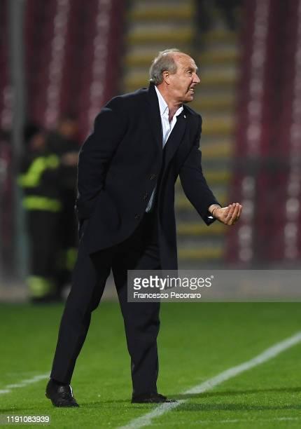 Gian Piero Ventura coach of US Salernitana gestures during the Serie B match between US Salernitana and Ascoli Calcio on November 30, 2019 in...