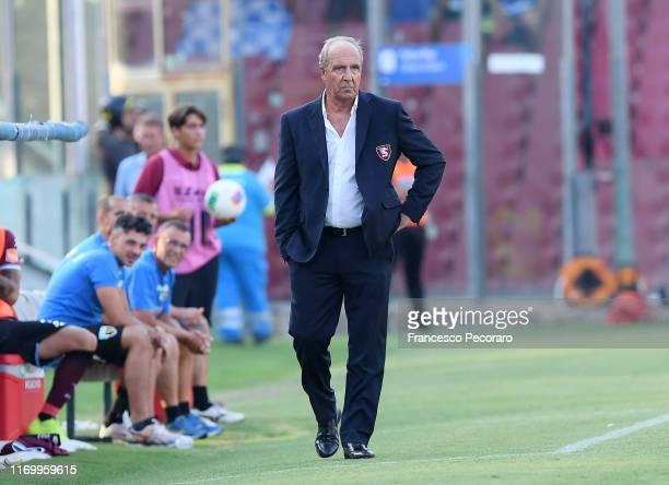 Gian Piero Ventura coach of US Salernitana looks on during the Serie B match between Salernitana and Pescara Calcio at Stadio Arechi on August 24,...