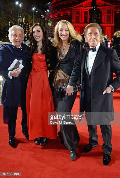 Giancarlo Giammetti Elizabeth Jagger Jerry Hall and Valentino Garavani arrive at The Fashion Awards 2018 in partnership with Swarovski at the Royal...